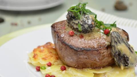 Filetto di Angus su gratin di patate e crema di spugnole