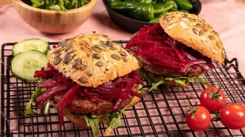 Burger vegetariano con barbabietola