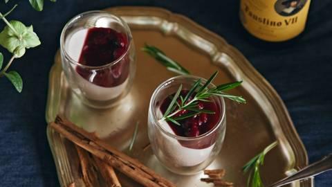 Panna cotta alla cannella con amarene al vin brulè