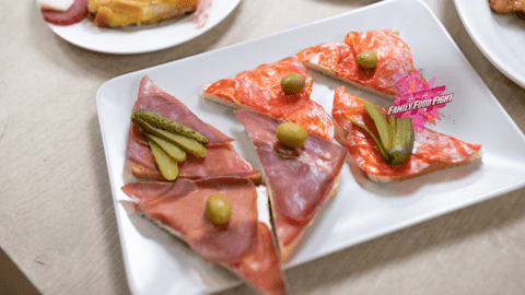 Family Food Fight: Tartine mit Rohschinken und Salami