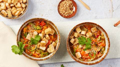 Bowl con tofu e zucchini