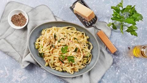 Pasta alla carbonara con zucchini