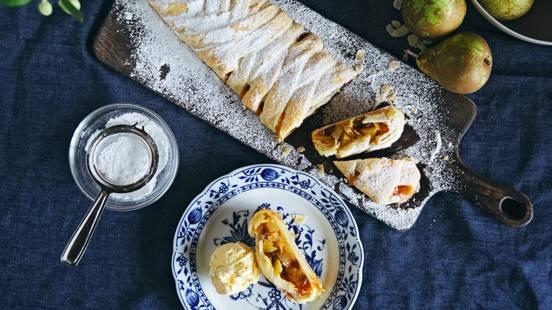 Strudel di pere con gelato alla vaniglia