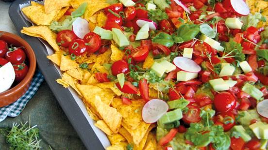 Piatto di nachos vegano messicano