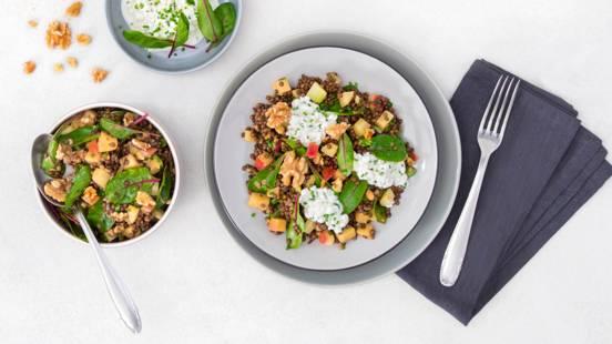 Insalata estiva di lenticchie e verdure con condimento alla senape al passion fruit