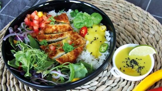 Fettina vegana di tofu con rucola e salsa al curry