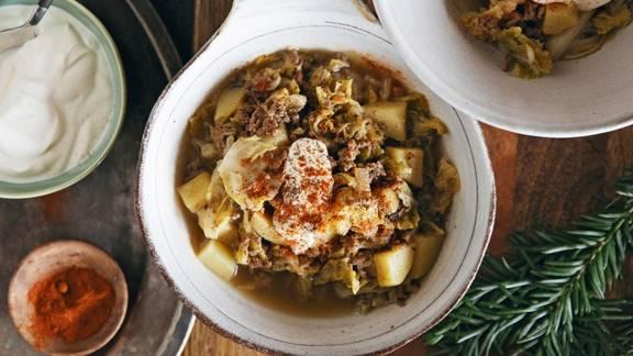 Zuppa di carne tritata e cavolo verza