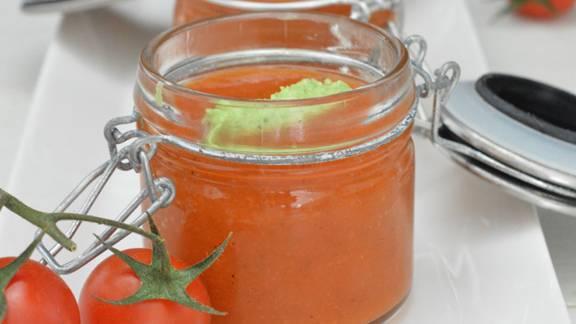 Zuppa al pomodoro ghiacciata con gnocchetti al basilico