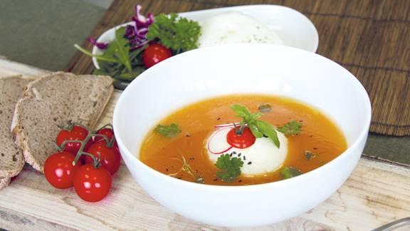 Zuppa di peperoni con burrata