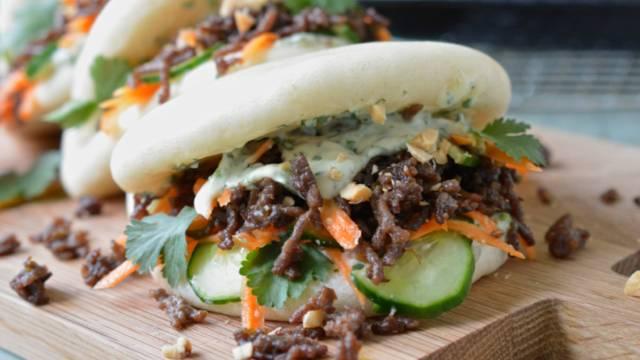 Hamburger Bao con spicchi di patate dolci