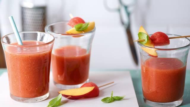 Smoothie di angurie e basilico con tè al rooibos
