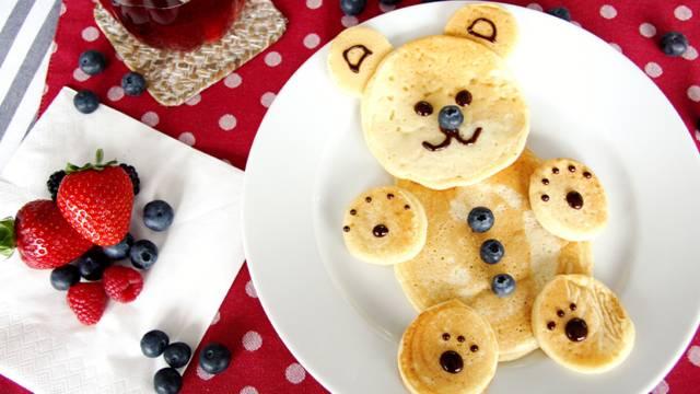Pancake orsetto con frutta fresca