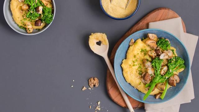 Polenta cremosa al formaggio con bimi e champignon