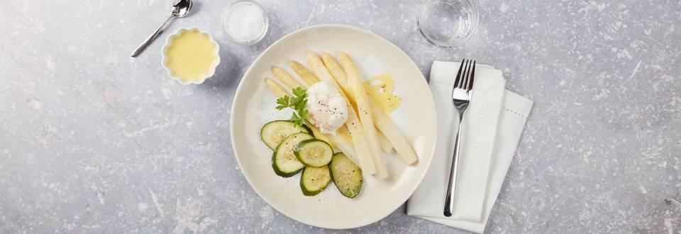 Asparagi con zucchini, salsa olandese e uovo in camicia