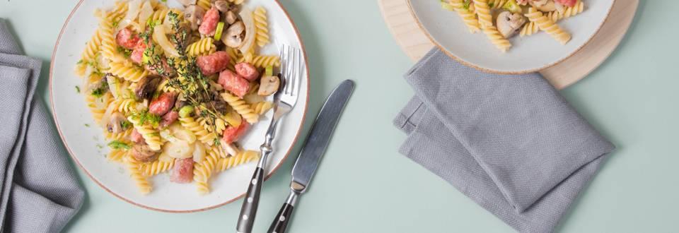 Pasta ticinese alla salsiccia con champignon e finocchi saltati