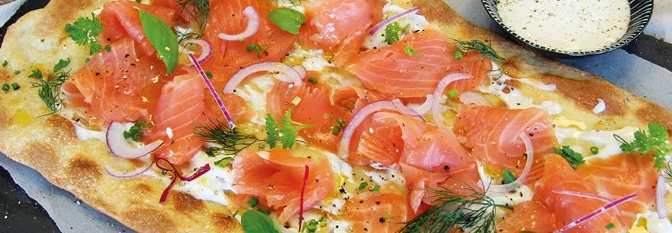 Tarte flambée con salmone affumicato bio
