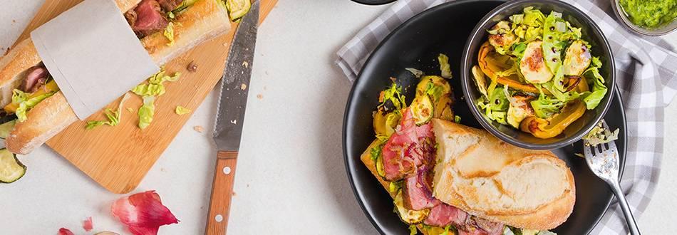Panino all'entrecôte con verdure al forno e insalata fresca