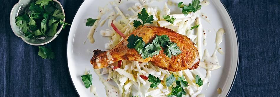 Cosce di pollo con insalata di cavolo bianco e maionese alla senape