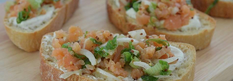 Bruschette di tartare di salmone affumicato