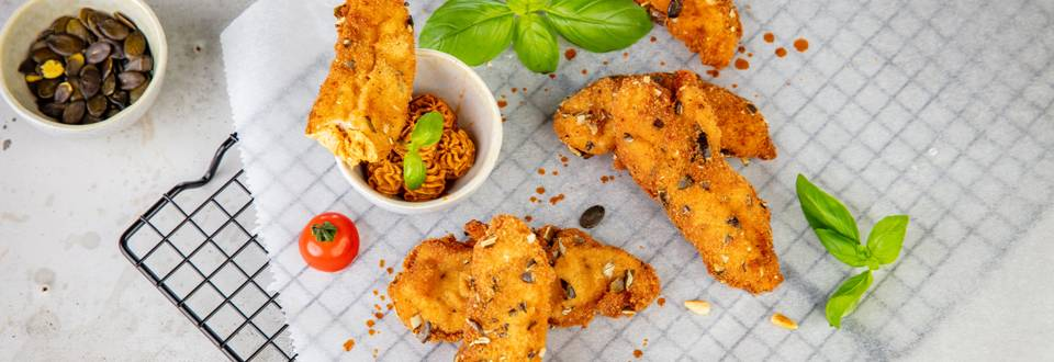 Chicken finger in crosta di semi di zucca e mousse piccante