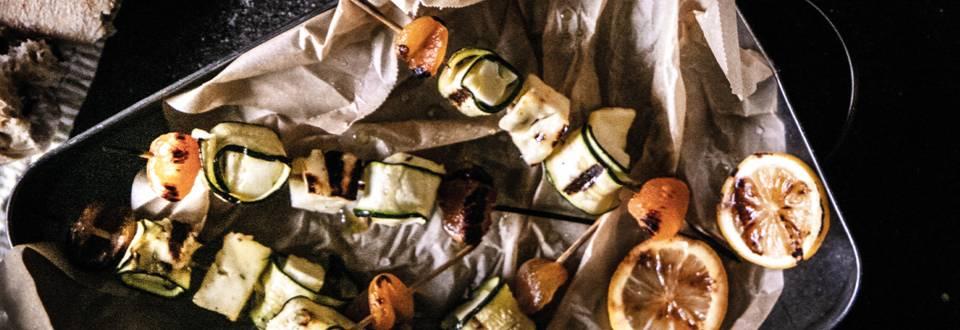 Spiedini di zucchine e halloumi