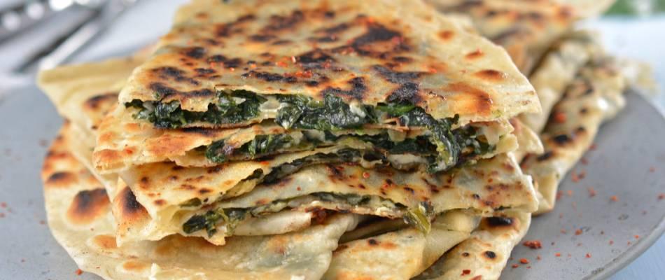 Gözleme con spinaci e formaggio del pastore